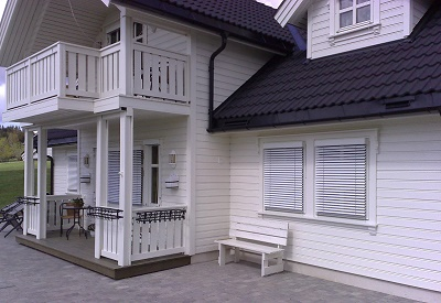 Med 50 mm spesial persienner får du full kontroll over sollys og varmeinnslipp.