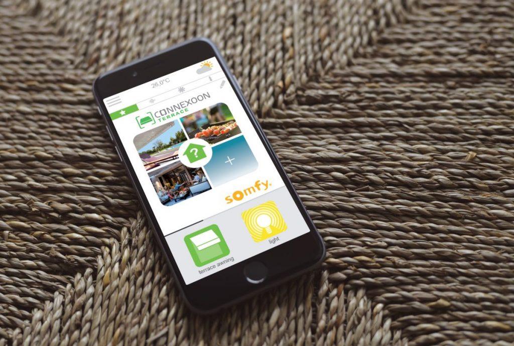Styr solskjermingen i huset med app-styring på mobilen. Smarte løsninger for smarte hjem.