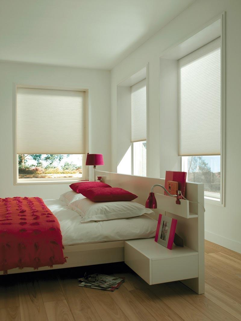 Duette gir mykt og behagelig lys på soverommet, og kan enkelt betjenes med én hånd uten snorer. Definitivt en av de bedre løsningene for soverom.