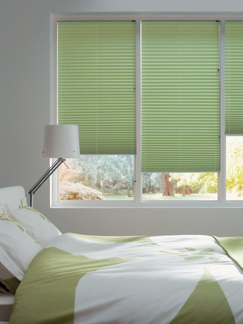 Plissegardiner er godt egnet til soverom, ettersom de gir mykt og behagelig lys.