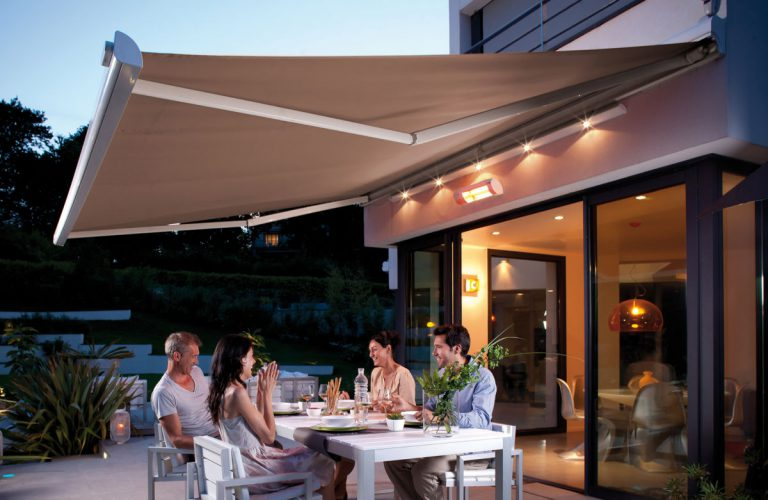 Med varmelamper fra Kjells markiser får du umiddelbar terrassevarme når dagen begynner å bli litt kjølig. varmt og behagelig lys gir de også!